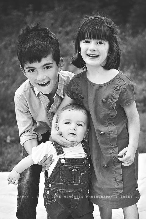 16-siblings in black and white
